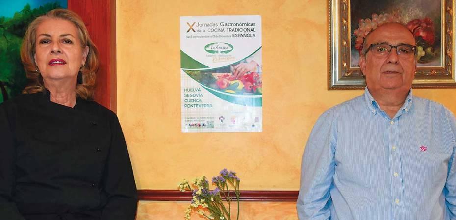 Francisca Pérez y Mariano López, propietarios del restaurante La Encina, en Almería. Foto de Miguel Blanco