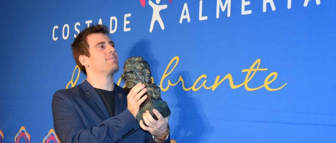 José Herrera con el Goya al Mejor Corto de Animación por 'Cazatalentos'. Foto de Miguel Blanco