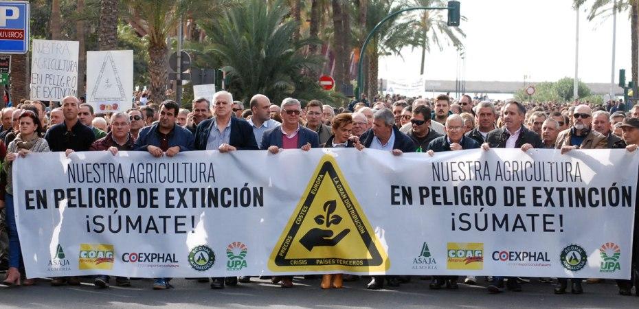 Manifestación en Almería por una agricultura en peligro de extinción. Foto de Miguel Blanco