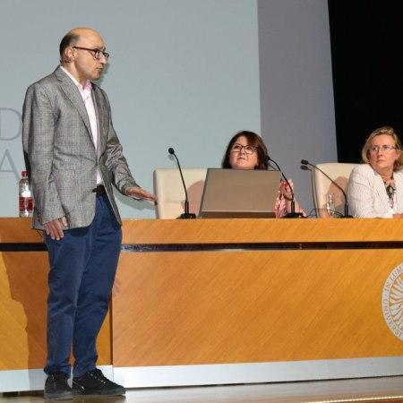Jesús Vidal, en su charla en la Universidad de Almería organizada por la Facultad de Psicología. Foto de Miguel Blanco