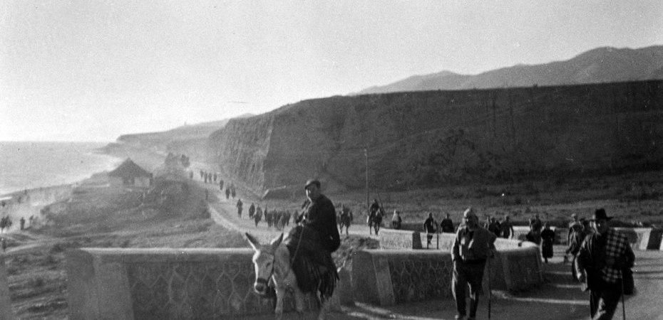Desbandá de Málaga llegando a Almería. Foto del libro 'La guerra bajo mis ojos. Los cuatro exilios de Ana Pomares', de Fran Martín y Sonia Cervantes.